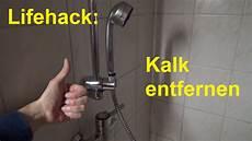 kalk entfernen glas lifehack kalk entfernen im badezimmer in der dusche badewanne duschkopf entkalken