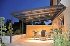 auvent design pour terrasse toiture transparente pour terrasse avec cadre en aluminium