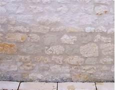 comment enlever le salpêtre sur les murs salpetre mur interieur