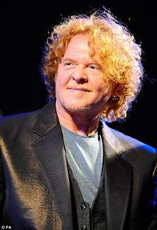 male singer with red hair at the 2015 grammys simply red s mick hucknall apologises to the 1000 women he slept with daily mail online