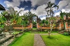 Desain Taman Ala Bali Hadirkan Nuansa Tradisional Bali