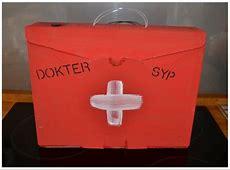 Dokterstas maken, de kleuters stempelen/schrijven 'dokter