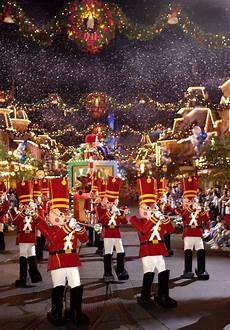 mickey s very merry christmas party returns to walt disney world resort tonight disney parks blog