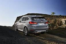 bmw x1 2020 hybrid 2020 bmw x1 debuts with new looks and a in hybrid