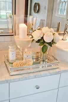 dekoration badezimmer badezimmer deko mit accessoires und wei 223 en blumen in 2020