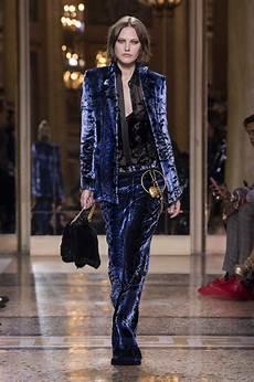 Malvorlagen Winter Versace Versace Fall Winter 2018 S Collection The Beep