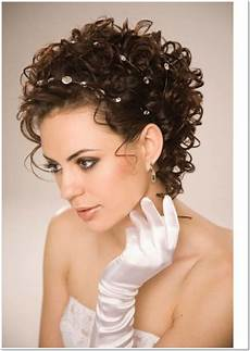 short haircut for curly hair and oval face wavy haircut