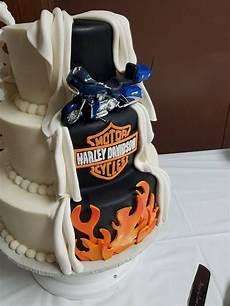 Harley Davidson Wedding Theme by Harley Davidson Motorcycle Peek A Boo Wedding Cake