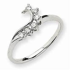 this would be really pretty for the wedding band to wrap around the engagement ring diamonds