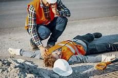 Privat Bauhelfer Was Tun Bei Einem Arbeitsunfall