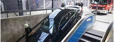 Wie Kommt Das Auto In Den U Bahn Abgang Das Offizielle