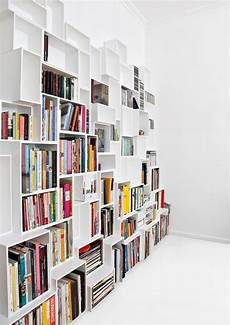 libreria a scaffali customizable cubit shelving system transforms interiors