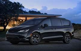 Chrysler Pacifica Plug In Hybrid S 2019 RU Second