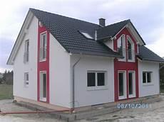 Graue Fenster Haus