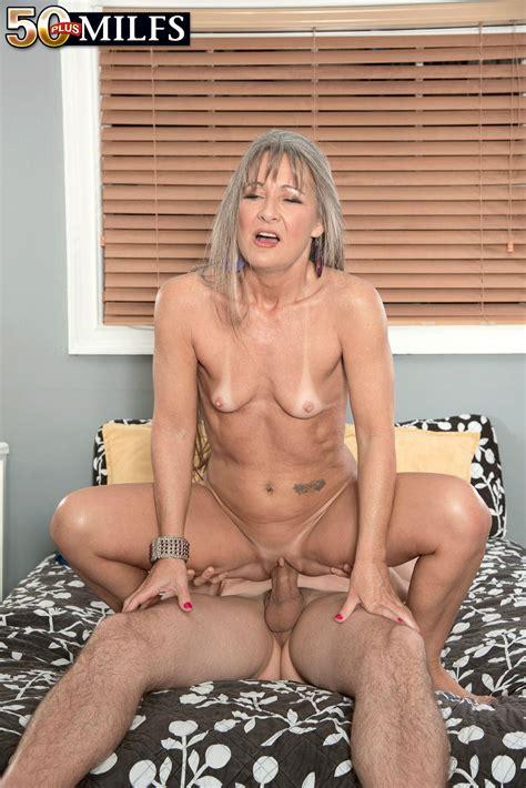 Nuda Zia