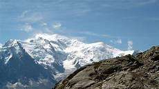 Bergbeklimmer Valt Te Pletter Op Mont Blanc Buitenland