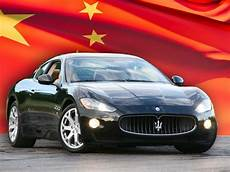 les femmes chinoises aiment vraiment les voitures de sport