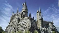 Harry Potter Schule - harry potter park opens at universal studios japan cnn