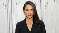 Meghan Markle Wiki - who is meghan markle pret a reporter