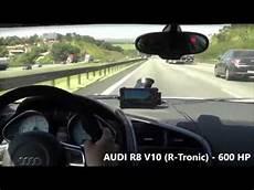 Course Sur Une Autoroute Conduite Irresponsable Entre