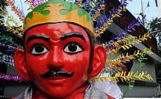 Karakter Dan Harga Topeng Tradisional Indonesia The