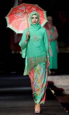 Model Kebaya Encim Modern Untuk Wisuda Muslim Gaya