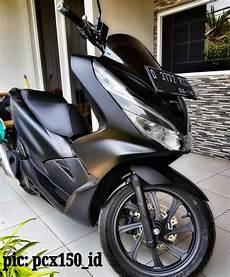 Modifikasi Honda Pcx 2019 by Gambar Honda Pcx 2019 Hitam Modifikasi Sobotomotif