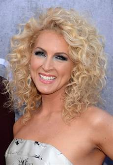 shoulder length blonde curly hair kimberly schlapman shoulder length blonde curly hairstyle for summer styles weekly