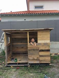 cabane en palette et chute de bois avec images cabane