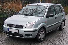 File Ford Fusion 2002 2005 Front Mj Jpg Wikimedia Commons