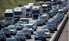 Schwerer Unfall Auf Autobahn Sechs Tote Bei