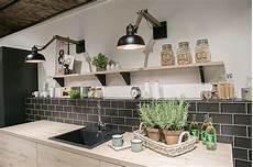 küche fliesen ideen k 252 che fliesen wand ideen beleuchtung k 252 chenideen