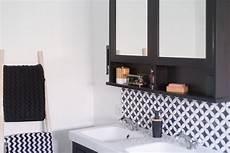 sweet home la salle de bain en noir et blanc avec