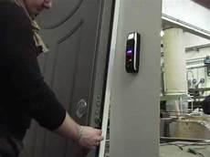 apertura porta impronta digitale serratura automatizzata con lettore biometrico d impronte