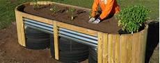 Garten Mit Hochbeeten Gestalten - new raised bed design accommodates more gardeners