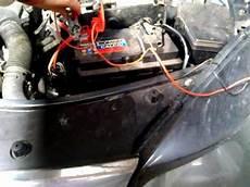 start stop batterie wechseln autobatterie laden batterie vom auto aufladen
