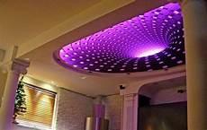 Mit Beleuchtung - led indirekte beleuchtung lila farbe decken gestaltung licht