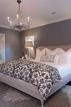 Grey Simple Bedroom Ideas by Grey Paint On The Walls White Bedding Clean And Simple