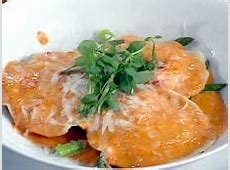 crabmeat ravioli with red pepper cream sauce_image
