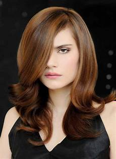 dynamic hairstyle with highlights to create depth