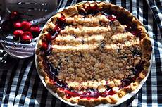 fresh cherry crumb pie