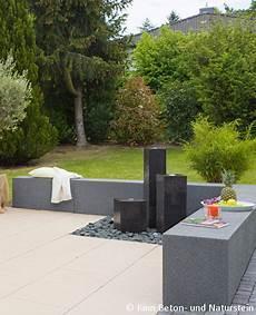 schmales grundstueck bebauen kreative ideen und unser trio quellsteinbrunnen in rinnit basalt eignet sich