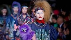 fashion week parisienne des motardes sur les podiums l express