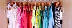 kleiderschrank nach farben sortieren bildquelle 169 africa studio
