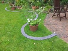 Rasenkantensteine Verlegen Ohne Beton - rasenkantensteine leicht und einfach verlegen
