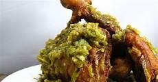 Resep Membuat Ayam Penyet Hijau Yang Empuk Dan Lezat