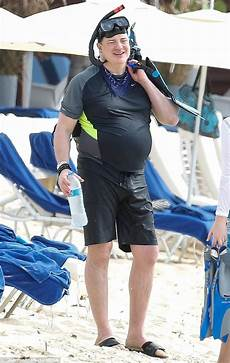 Brendan Fraser 2018 - brendan fraser 49 treats himself to vacation in barbados