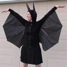 fledermaus kostüm selber machen batgirl fledermaus kost 252 m aus einem alten schirm basteln