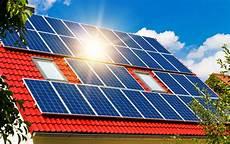 solaranlagen auf dem dach gefahren und energie umwelt solarenergie und photovoltaik