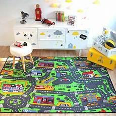 d 233 tails sur tapis de jeux circuit de voitures ville